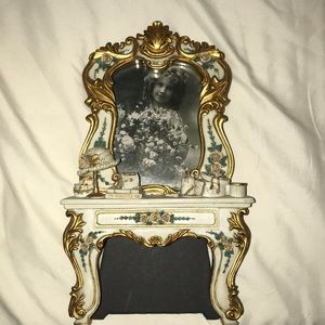 Accents - Gorgeous VINTAGE picture frame